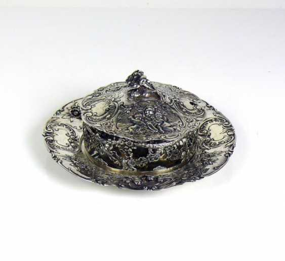 Bowl with lid on plate - photo 1