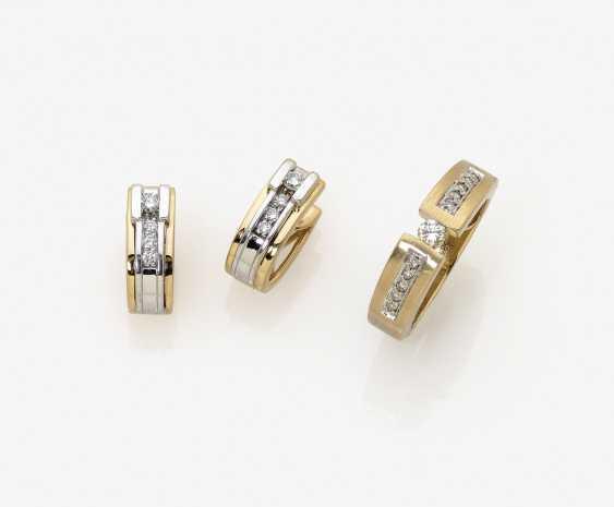 Пара обруч серьги, два кольца и лента памяти кольца с бриллиантами - фото 1