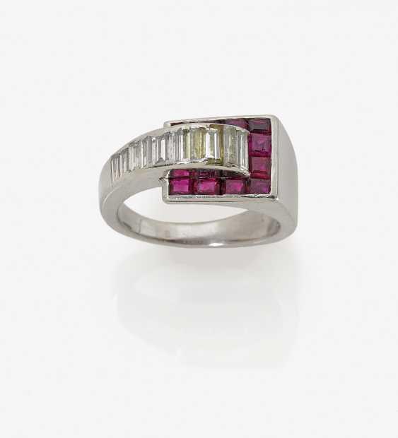 Кольцо с бриллиантами и рубинами - фото 1