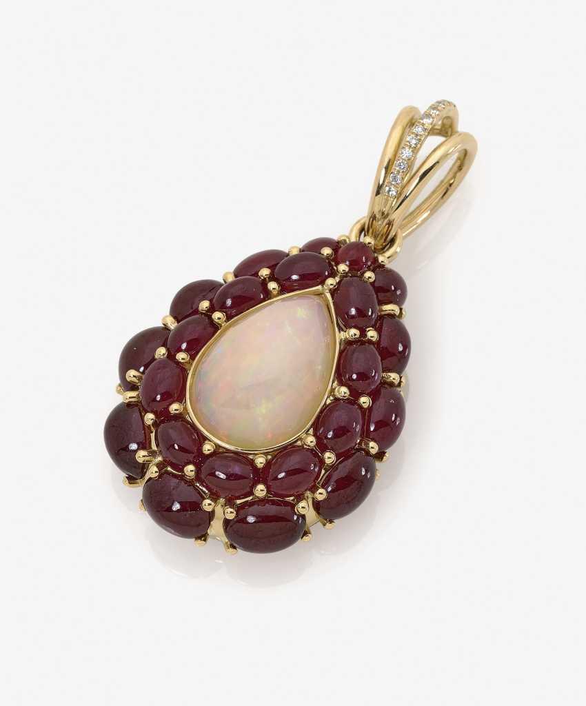 Кулон с опалом, рубинами и бриллиантами - фото 1