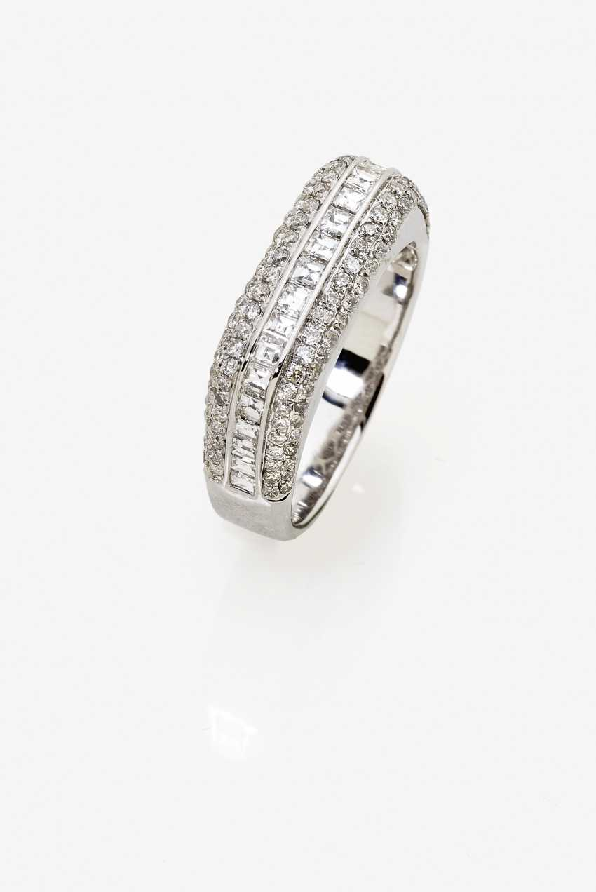 A modified band ring with brilliant and diamonds - photo 1