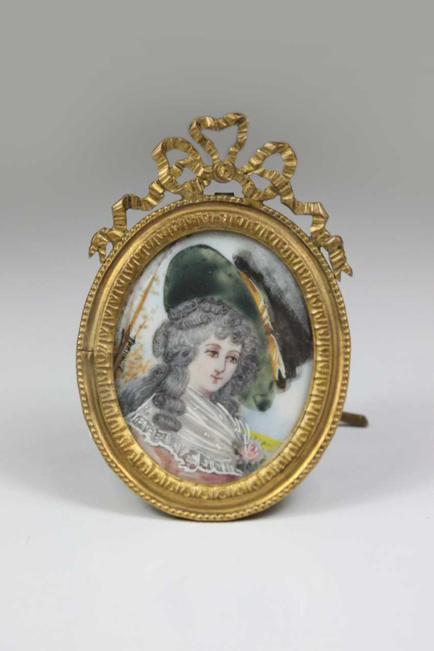 Miniature portrait of a lady, oval loupe painting on bone - photo 1