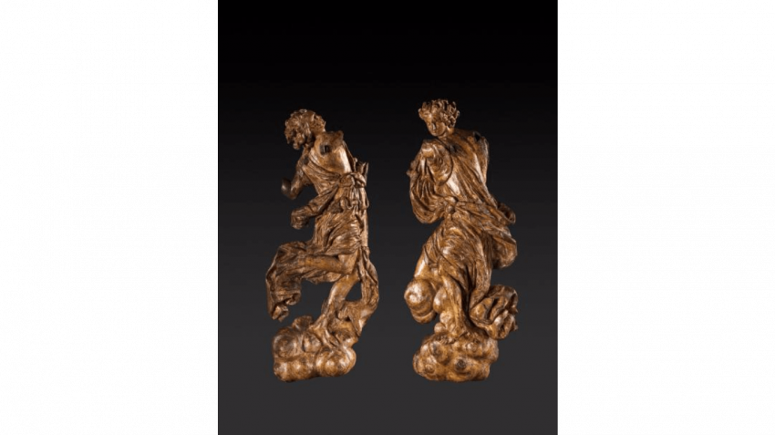 Two figures of adoring angels dressed in drapery in carved and gilded wood - photo 1