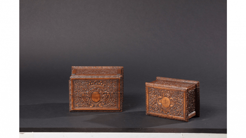"""Two boxes rectangular wooden of St Lucia, also known as the """"bois de Bagard"""" very finely carved cartridges for weapons - photo 3"""