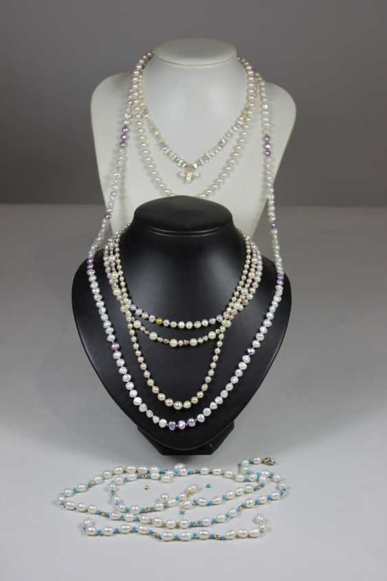 7 pearl necklaces, 1 with turquoise balls. - photo 1