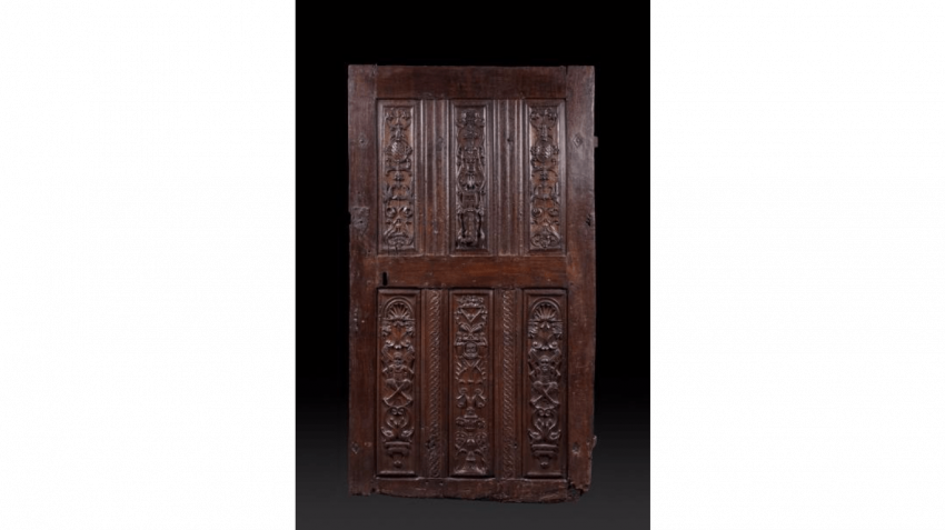 Beautiful door in walnut carved, six-panels with a decoration of grotesques, gargoyles, fantastic birds, satyrs, candelabras and environments of braid. - photo 1