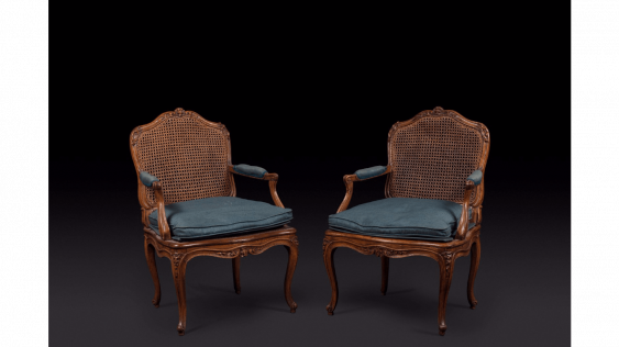 Pair of armchairs cannés shape eventful with decoration of foliage and flowers. Stamped out of Nicolas Heurtaut, carpenter received a master in 1753 - photo 1