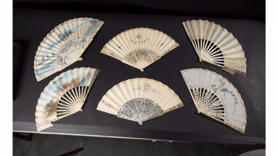 Six fans painted vellum and ivory silver-tone openwork decoration, silvered and gilded, representing scenes galantes and mythological. - photo 2