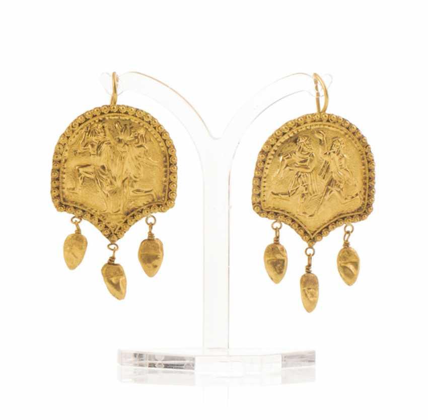 Пара золотые серьги в античном стиле - фото 1