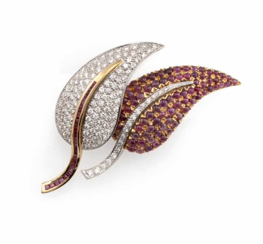 Fine ruby and diamond brooch in leaf shape - photo 1