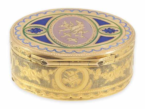 """Snuff box: a Museum, an exquisite Gold and enamel snuff box, 20K Gold, hallmark """"MC with a crown"""", CA. 1810 - photo 2"""