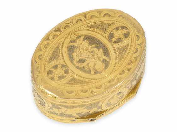 """Snuff box: a Museum, an exquisite Gold and enamel snuff box, 20K Gold, hallmark """"MC with a crown"""", CA. 1810 - photo 6"""