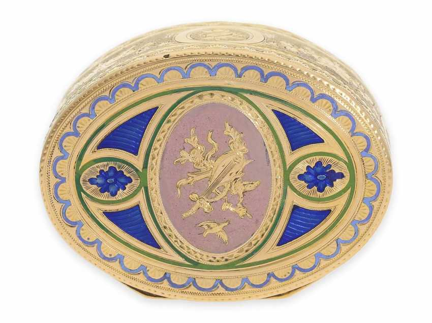 """Snuff box: a Museum, an exquisite Gold and enamel snuff box, 20K Gold, hallmark """"MC with a crown"""", CA. 1810 - photo 10"""