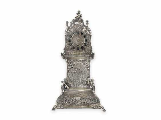 Desk clock: an extremely decorative repoussé technology table clock in the Rococo style, silver, spindle work of Breguet, signed, CA. 1800 - photo 1