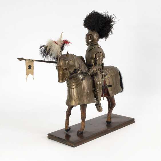 Большая фигура Рыцаря на бронированный конь - фото 1