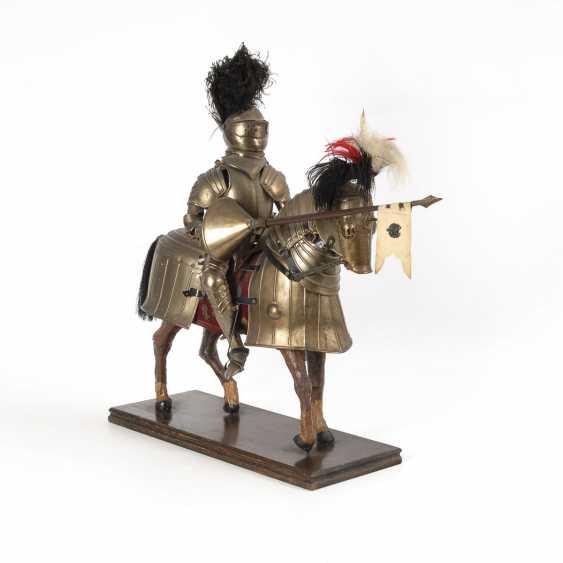 Большая фигура Рыцаря на бронированный конь - фото 2