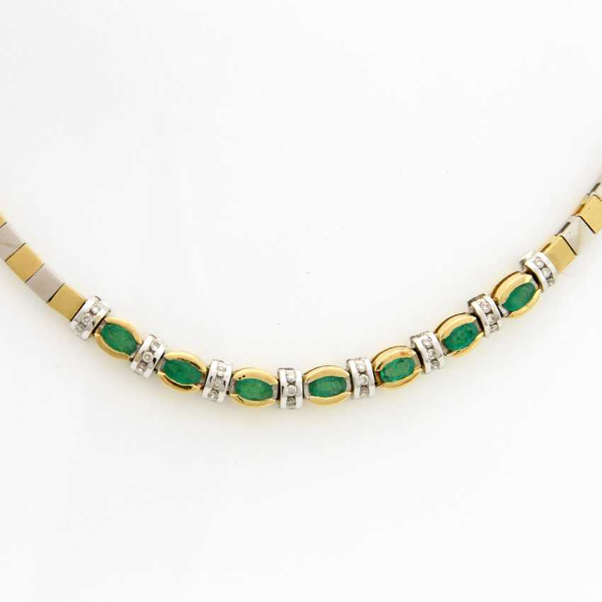 Necklace yellow gold / 18 K white gold, satin, centered with 7 oval fac. Emeralds (Rißchen / outbreaks) and 24 Brilliant White, which is about 0.3 ct - GET. White / SI - PIQUE - photo 2