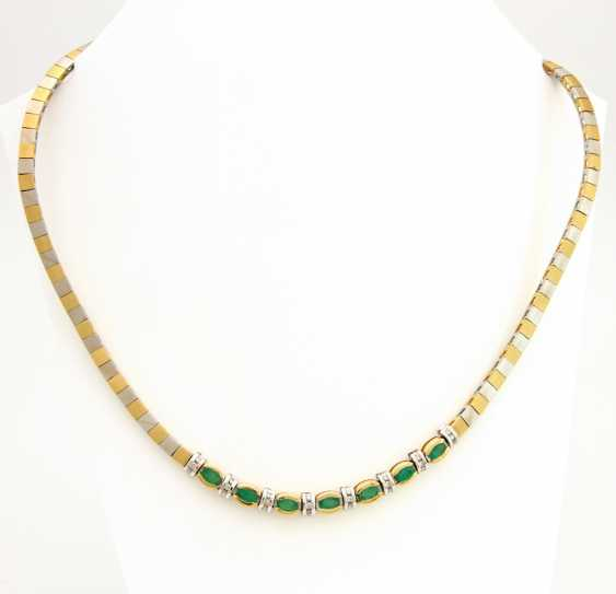 Necklace yellow gold / 18 K white gold, satin, centered with 7 oval fac. Emeralds (Rißchen / outbreaks) and 24 Brilliant White, which is about 0.3 ct - GET. White / SI - PIQUE - photo 1