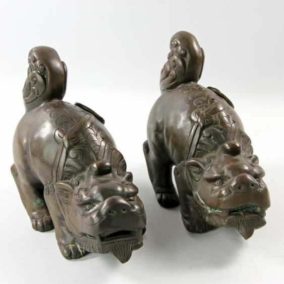 A Couple of front-of-house dogs made of Bronze. CHINA, 1. Half of the 20. Century - photo 1