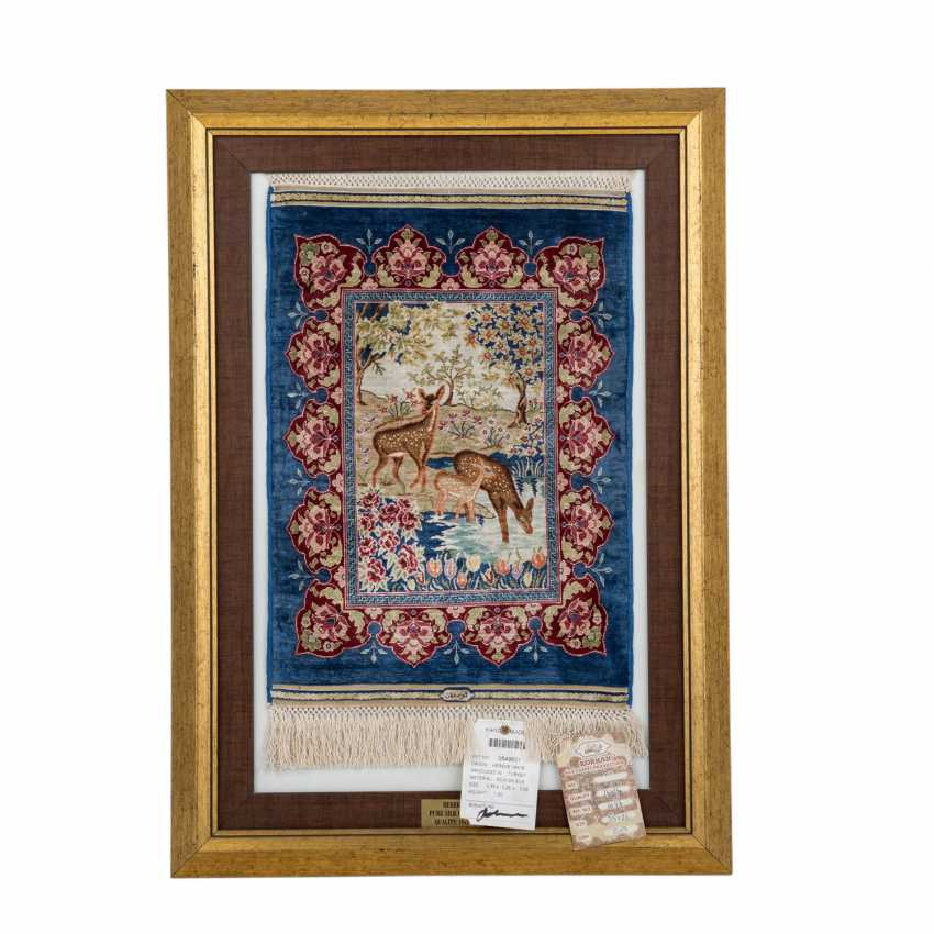 Image carpet made of silk. HEREKE, 2. Half of the 20. Century, 35x26 cm. - photo 1