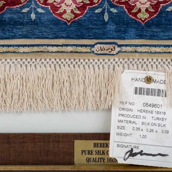 Image carpet made of silk. HEREKE, 2. Half of the 20. Century, 35x26 cm. - photo 2