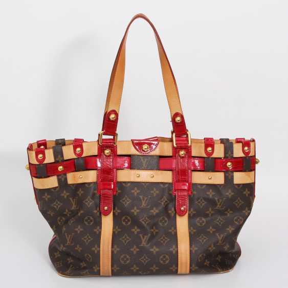 "LOUIS VUITTON elegant shoulder bag ""SALINA GM RUBIS"", collection 2007. - photo 4"