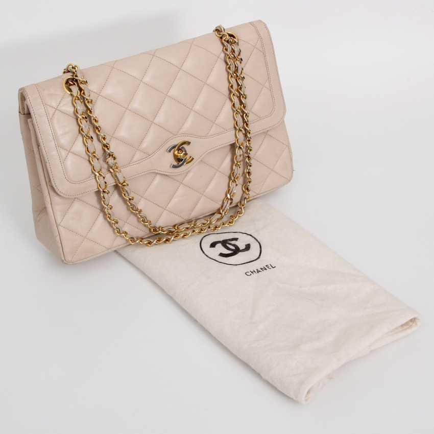 cf867de1a54b Lot 16. CHANEL VINTAGE popular shoulder Flap Bag