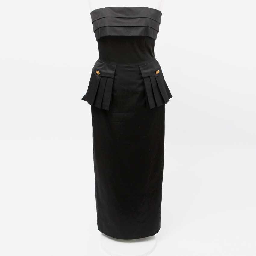 CHANEL VINTAGE elegant, figure-hugging sheath dress, Size 36; - photo 1