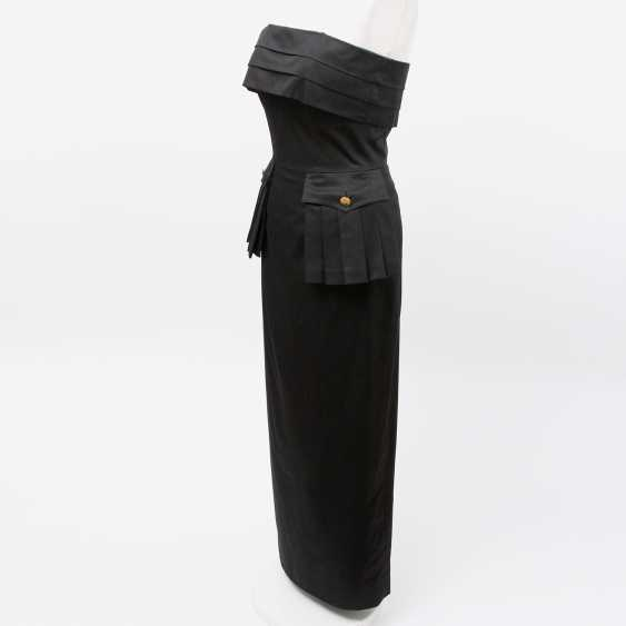 CHANEL VINTAGE elegant, figure-hugging sheath dress, Size 36; - photo 2