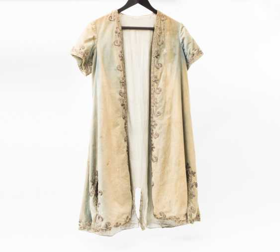 Short sleeve frock-coat made of silk with rich embroidery - photo 1