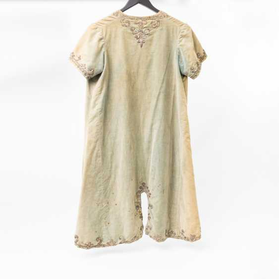 Short sleeve frock-coat made of silk with rich embroidery - photo 2