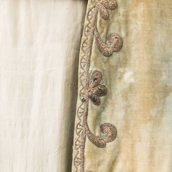 Short sleeve frock-coat made of silk with rich embroidery - photo 3