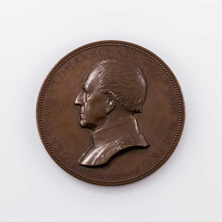 Large bronze medal o. J. to General field Marshal Moltke, - photo 1