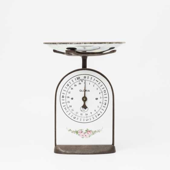 German kitchen scale with pretty rose decoration, - photo 1