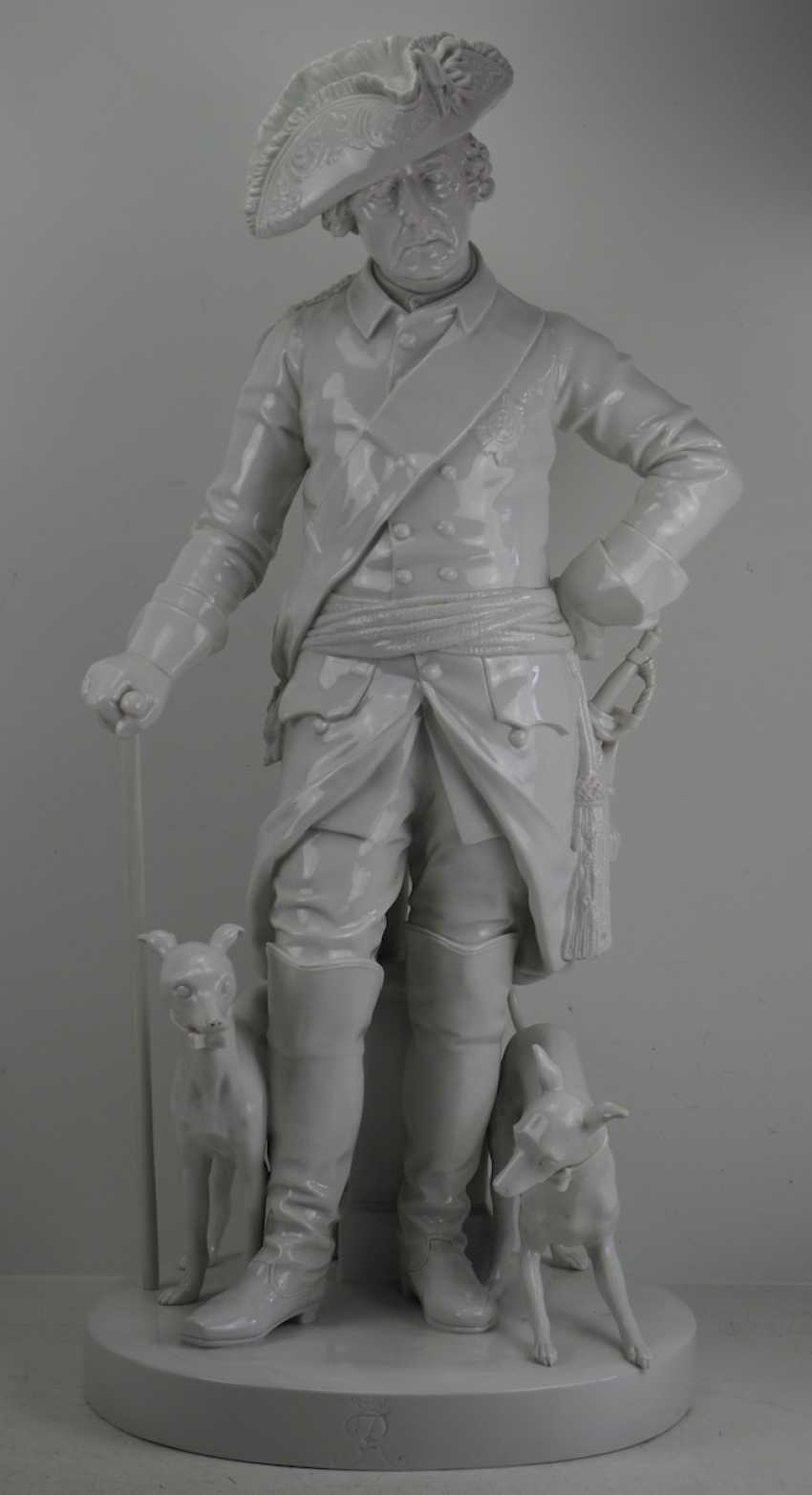 Шадов, Volkstedt: Фридрих Великий - Монументальной фарфоровой статуэткой. - фото 1