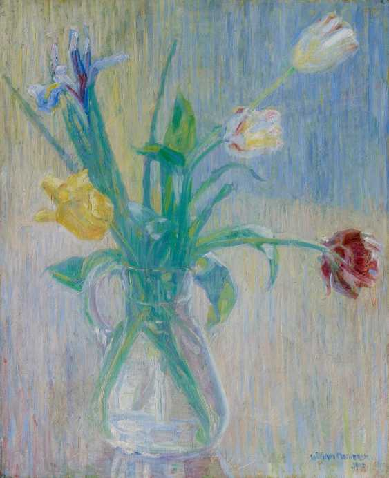 Tulips bouquet in a glass carafe - photo 1