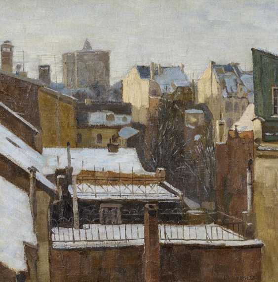 Winter day in Düsseldorf. View over the snowy rooftops to the Marx house - photo 1