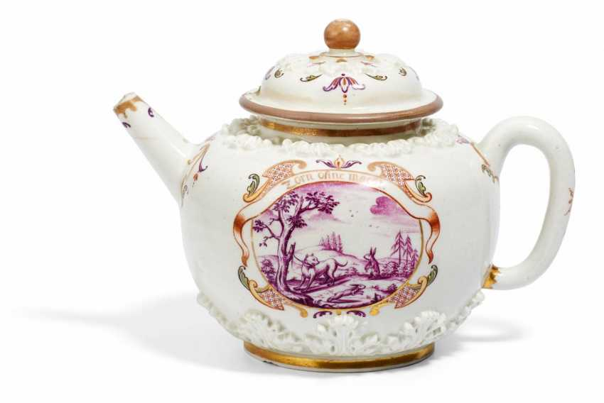 Teapot with acanthus relief and house painting decor - photo 1