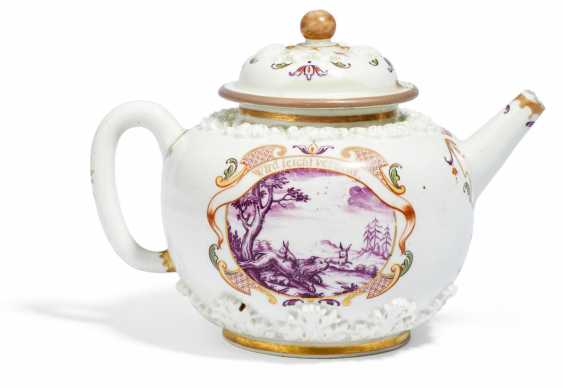 Teapot with acanthus relief and house painting decor - photo 2