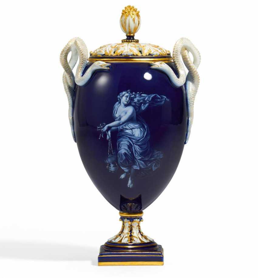 Snake handle vase with mythological representations in Pâte-Sur-Pâte - photo 2