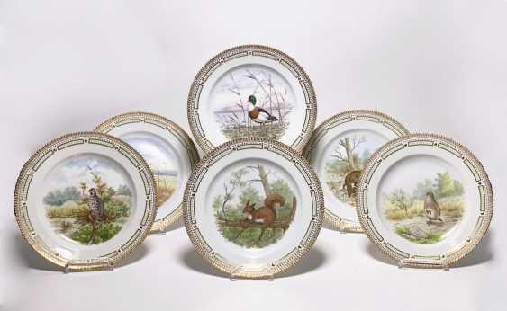 "Six ""Flora Danica"" dinner plate with animal motifs - photo 1"