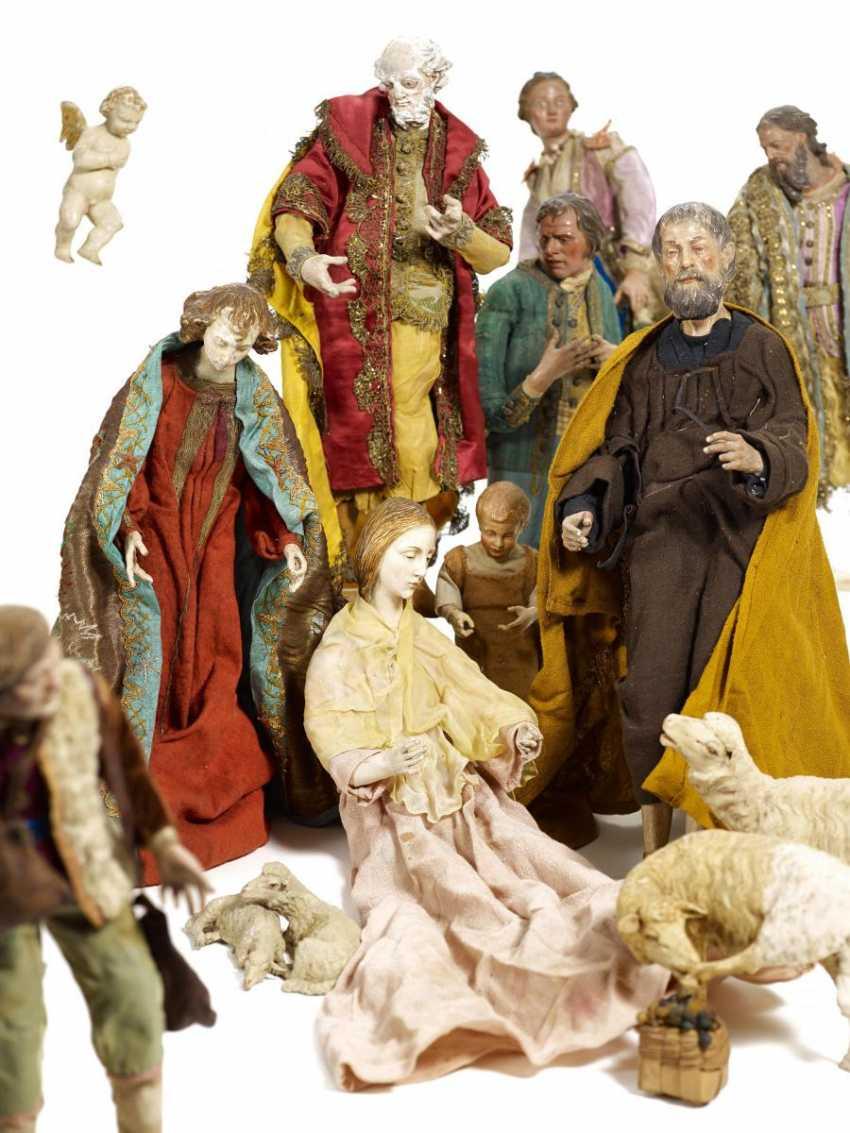 21 figures of a Nativity scene - photo 1