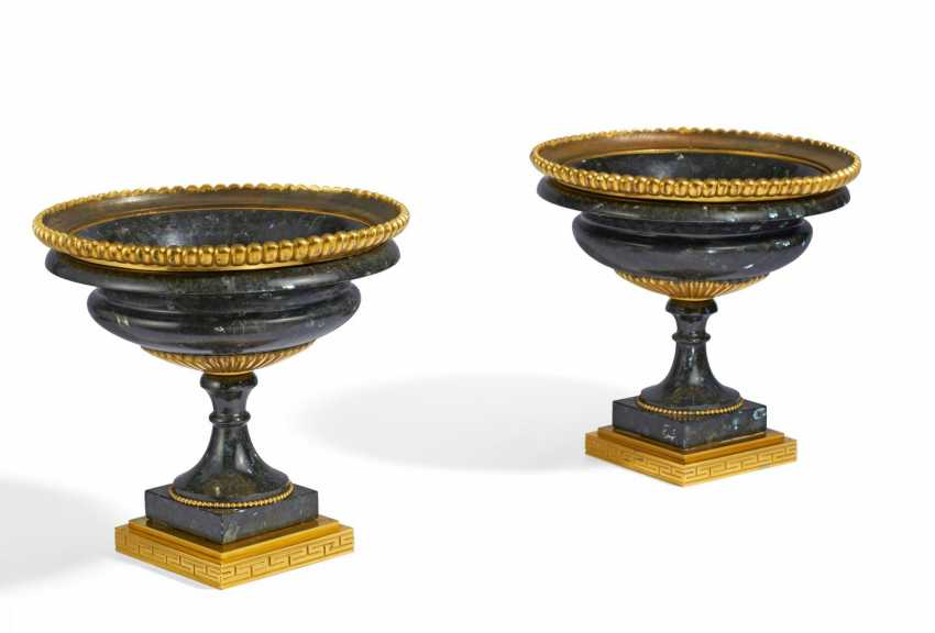 Pair of magnificent crater vases - photo 1