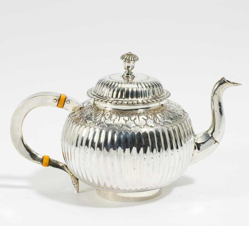 Small teapot with Kanneluren - photo 1