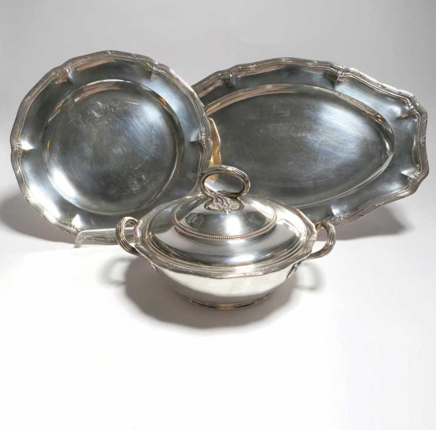 Small tureen and two platters - photo 1
