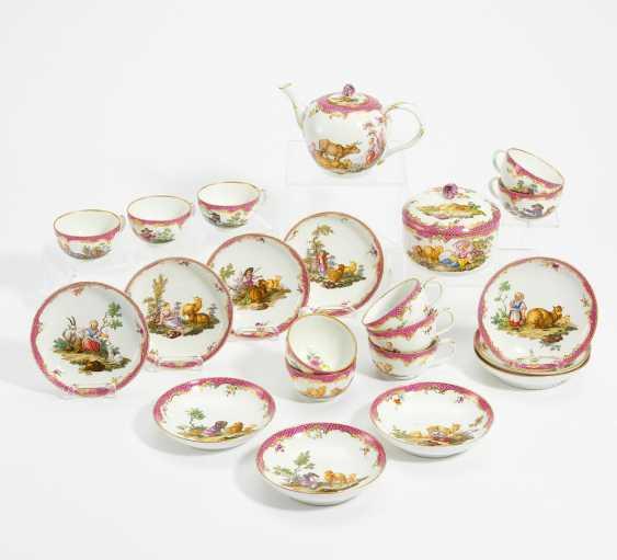 Tea set with bucolic scenes - photo 1