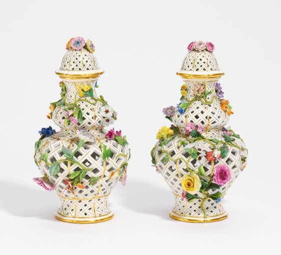 Pair of pierced ornamental vases with Blütenzier - photo 1