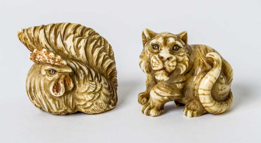Two Netsuke of a rooster and a tiger - photo 1