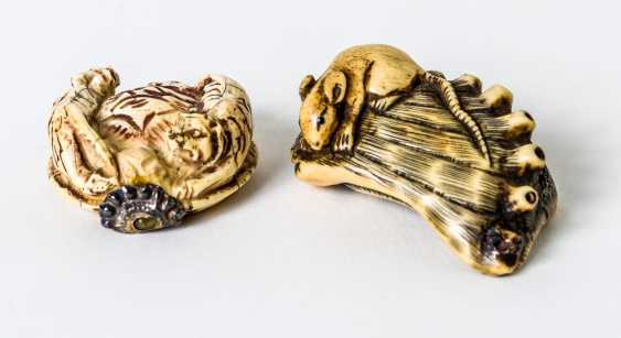 Two Netsuke of a tiger and a mouse - photo 1