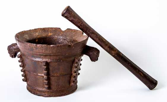 A very large Gothic Italian mortar with pestle - photo 1